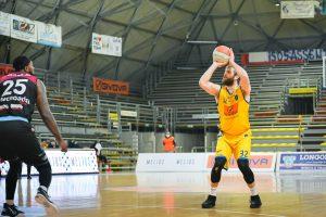Valerio Cucci al tiro vs Rieti