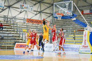 Mattia Palumbo al tiro contro Lux Chieti